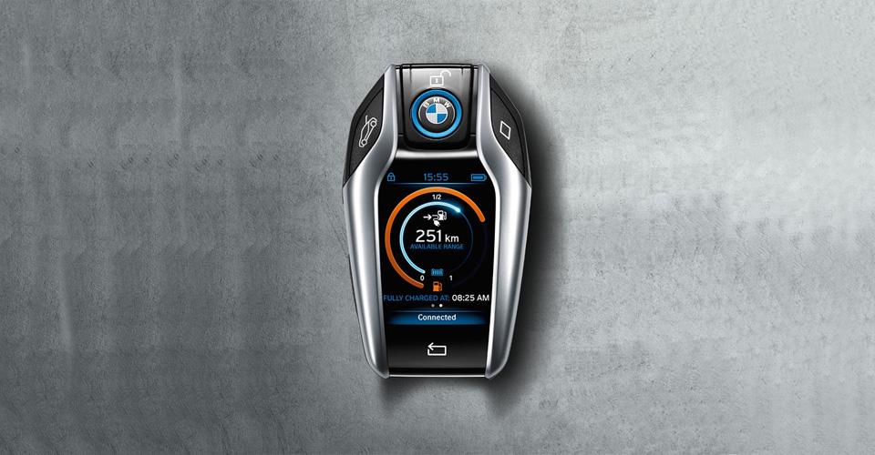 BMW ponúka svojim zákazníkom aj takýto moderný kľúč - svetapple.sk