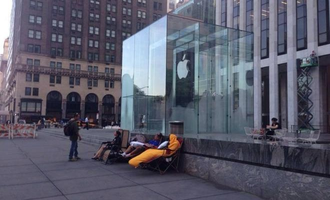 Apple-Store-fans-2