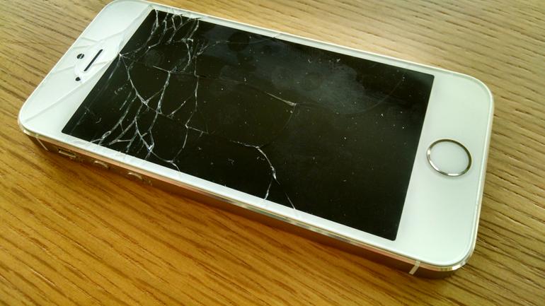 iphone-5s-cracked-screen-broida