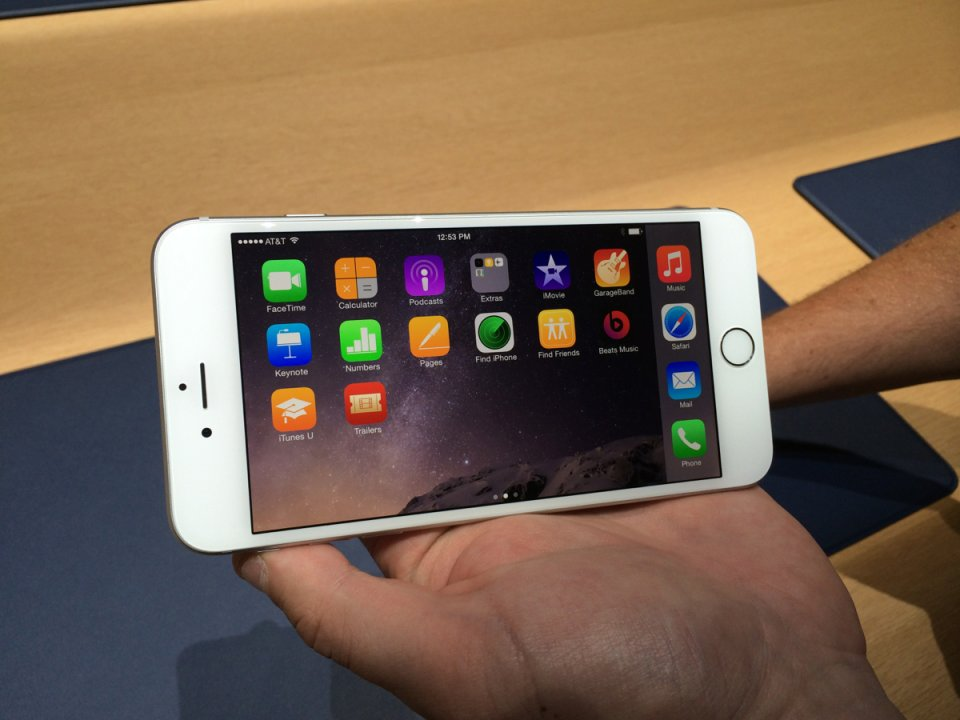 the-iphone-6-plus-lets-you-use-the-home-screen-in-landscape-mode