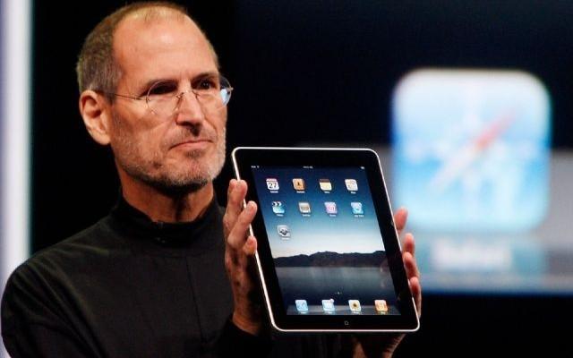 Steve Jobs a jeho prvý iPad - svetapple.sk