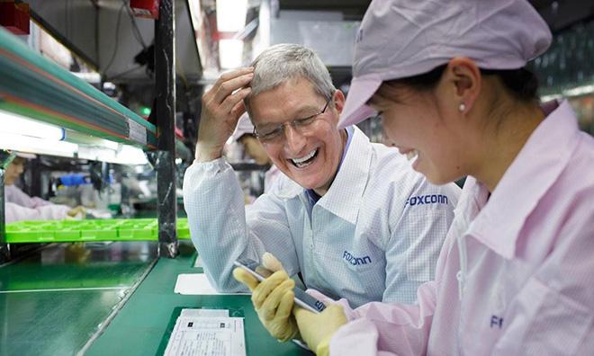 Tim Cook v továrni Foxconn! - svetapple.sk