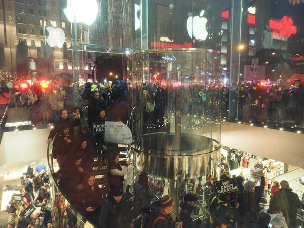Protes v Apple Store - svetapple.sk