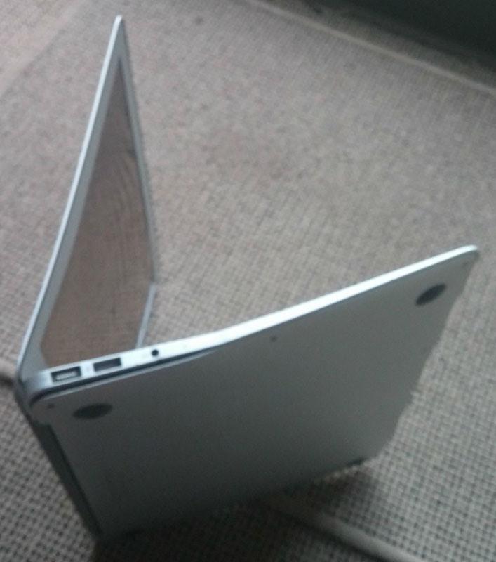 MacBook Air po páde z výšky 300 metrov!