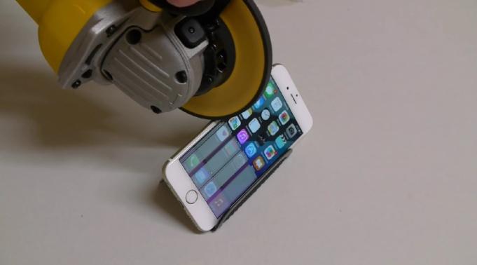 iPhone 6 vs. Brúska - svetapple.sk
