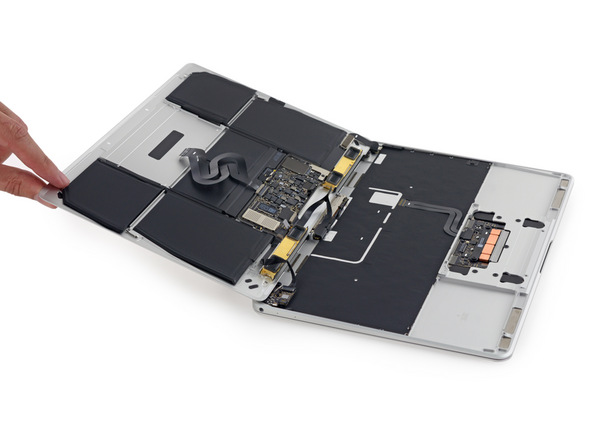 iFixit a Retina MacBook - svetapple.sk
