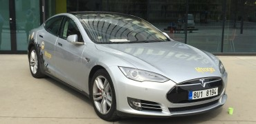 Tesla pred konferenciou - svetapple.sk