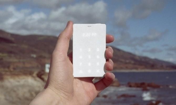 Telefón veľký ako kreditka - svetapple.sk