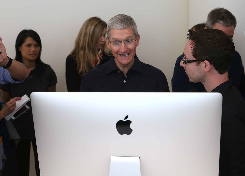 Toľkoto zarobil šéf Apple Tim Cook v roku 2019.