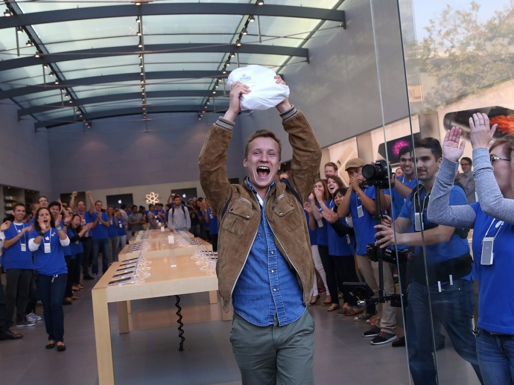 september-2014-a-man-from-norway-hoists-his-new-iphone-6-plus-in-the-air-after-becoming-the-first-to-buy-it-in-palo-alto-california