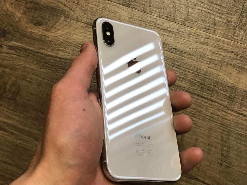 Dizajn sa Applu viac ako podaril, iPhone X proste chceš používať bez krytu ale tvoja peňaženka pre istotu hovorí nie! - svetapple.sk