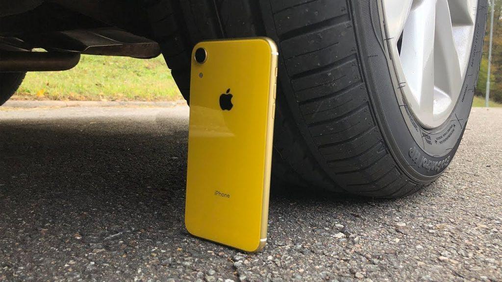 iPhone XR vs. auto! Prežije novinka od Apple? - svetapple.sk