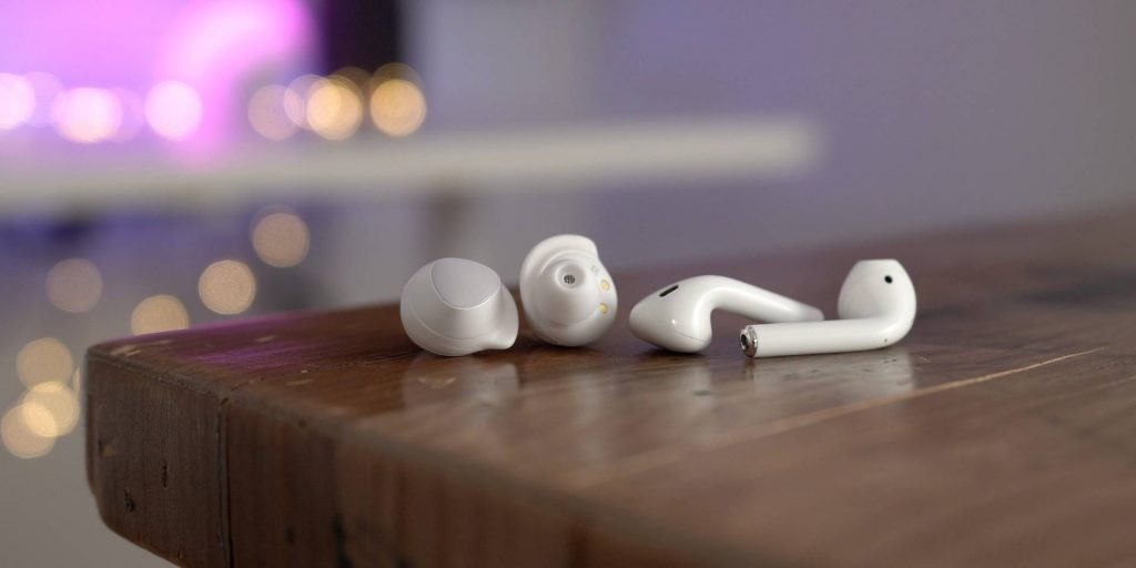 Apple AirPods vs. Samsung Galaxy Buds - Apple prehráva... - svetapple.sk