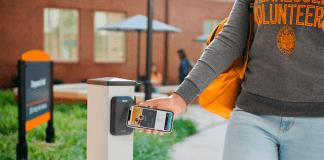 Študenti vybraných univerzít budú mať prístup do budovy vďaka iPhonu a Apple Watch - svetapple.sk