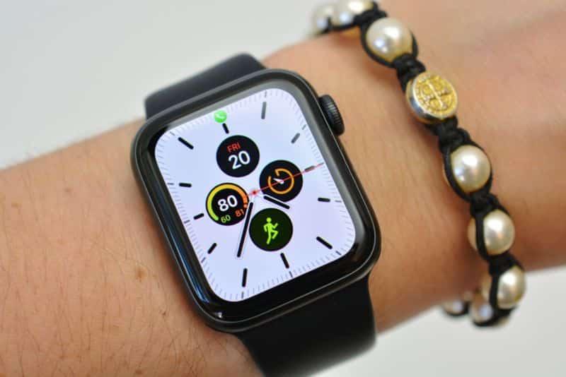 Apple Watch Series 5 sú skoro rovnaké ako Series 4. Majú ale väčšiu batériu. - svetapple.sk