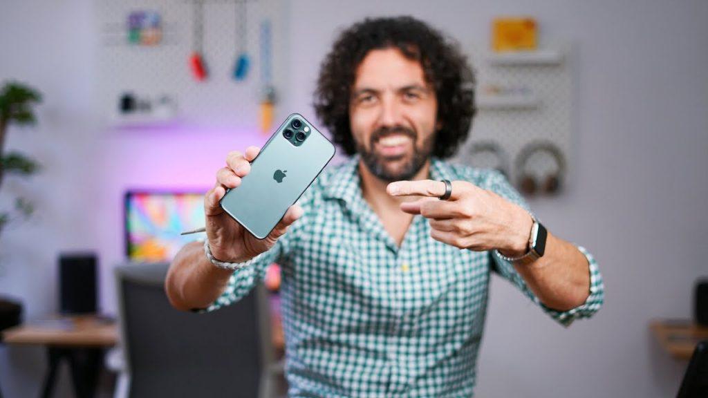 Petr Mára rozbaľuje nový iPhone. Pozrite si prvé dojmy. - svetapple.sk