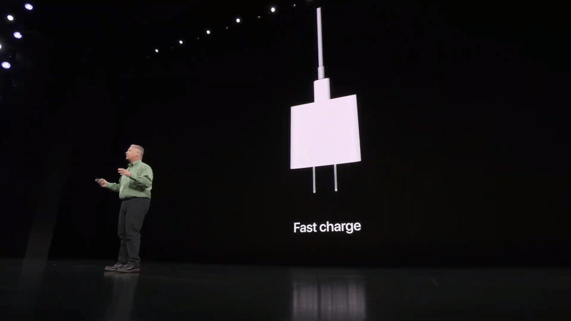 iPhone 11 Pro obsahuje v balení adaptér pre rýchlo-nabíjanie. - svetapple.sk