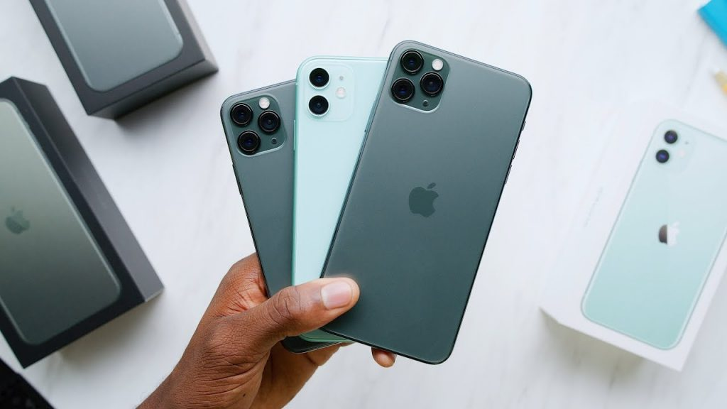 iPhone 11 Pro vs. iPhone 11 unboxing. Profesionálne video hands-on video od Marquesa Brownleeho. - svetapple.sk