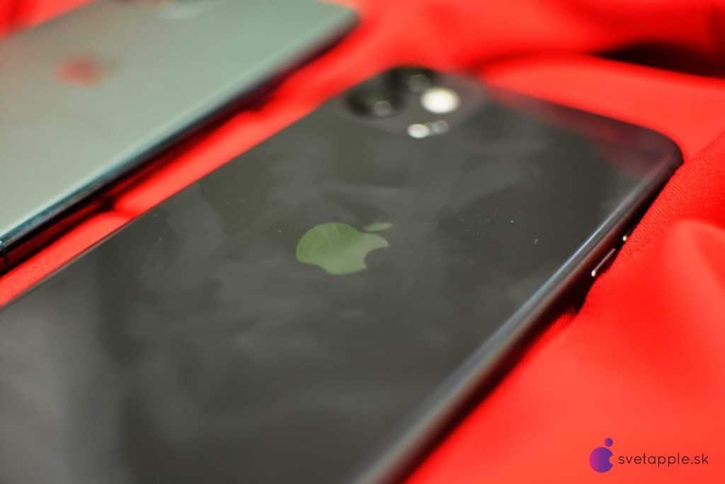 Na mliečnom tele iPhonu 11 Pro nenájdete žiadne stopy po prstoch.