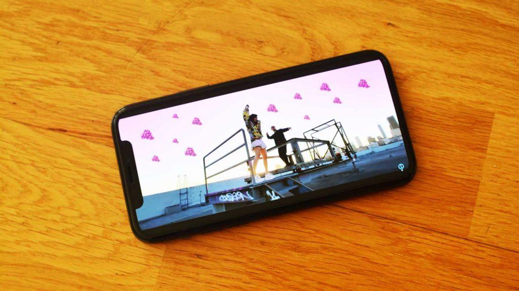 Videoklip natočený na obyčajný iPhone 11. Pozrite sa na úžasný výsledok!