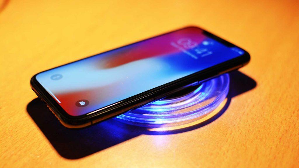 Nové iPhony môžu mať problémy s bezdrôtovým nabíjaním.