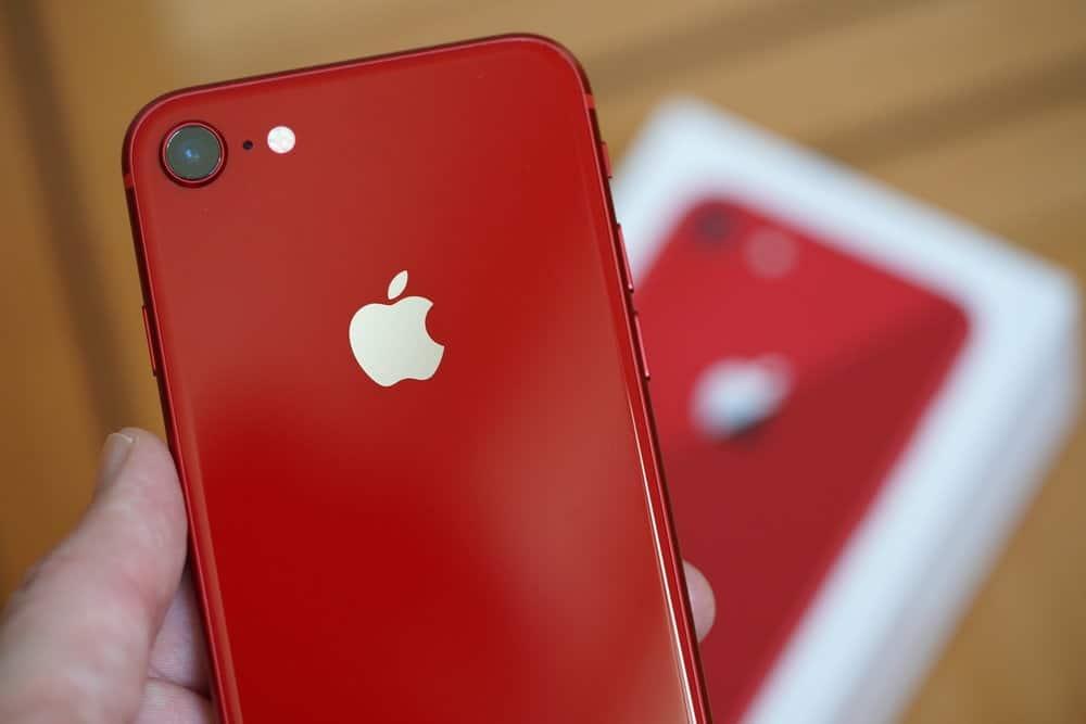 iPhone SE 2. Možno poznáme farby, úložisko a tiež základnú cenu. - svetapple.sk