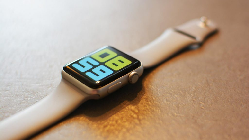 Apple Watch Series 3 repas, zasekáva sa mi digitálna korunka.
