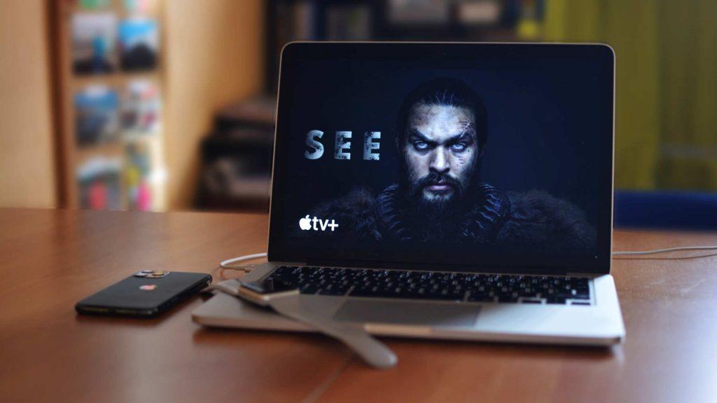 """Na Apple TV+ sú dostupné nové diely k seriálom """"SEE"""", """"The Morning Show"""" či """"For All Mankind""""."""