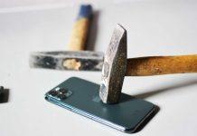 Vydrží iPhone útoky nožom či kladivom? Toto video vám to prezradí.