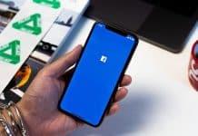 Facebook opravil chybu, keď aplikácia využívala fotoaparát na pozadí.