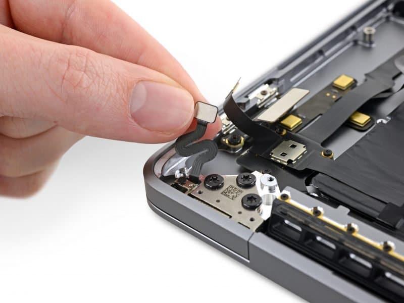 MacBook Pro 16 má špeciálny senzor, ktorý bude presne vedieť v akom uhle je displej.