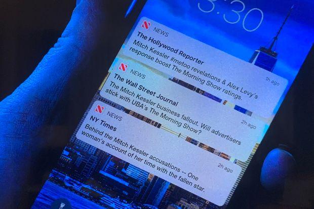 """Apple si v """"The Morning Show"""" robí reklamu pomerne často. Svoje produkty dáva v prieme na každý 32 záber."""