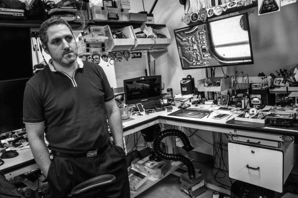 Toto je laboratórium za 10 miliónov dolárov kde vedia hacknúť iPhone.