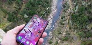 iPhone zhodil z mosta na ZipLine. Telefón to prežil!