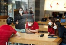 Apple kvôli koronavírusu uzatvoril čínsky Apple Store.