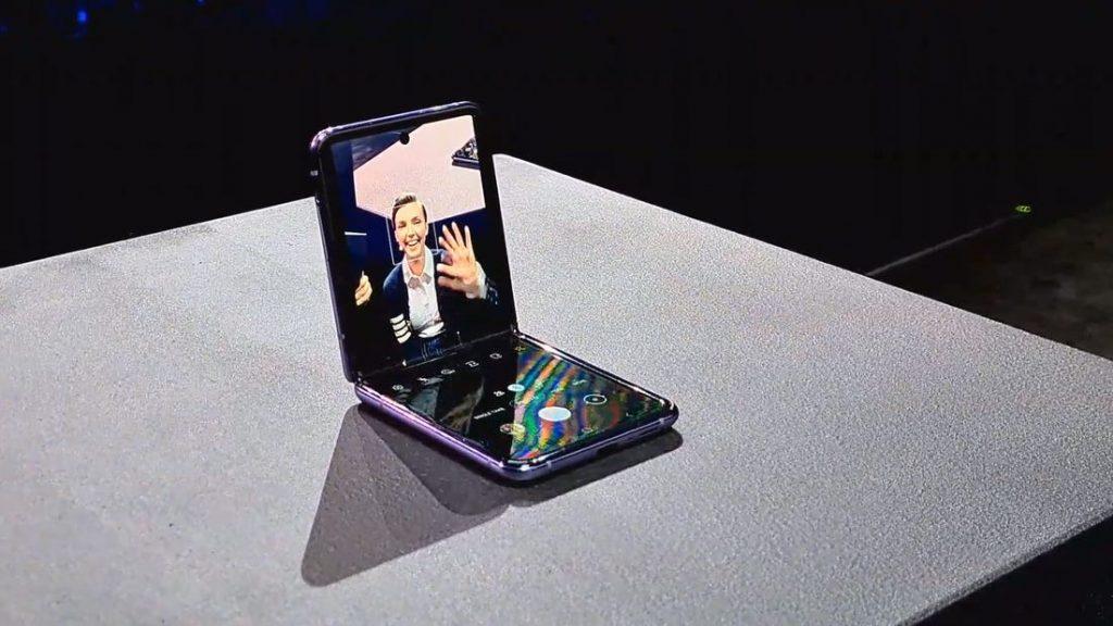 Skladací Samsung Galaxy Z Flip bude stáť na Slovensku 1500€. To už je skoro ako za iPhone.