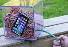 iPhone 11 Pro vs. petardy. Prežije šialený test alebo nie?