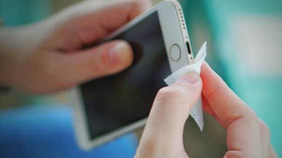 Ako vydezinfikovať iPhone? Toto odporúča Apple.