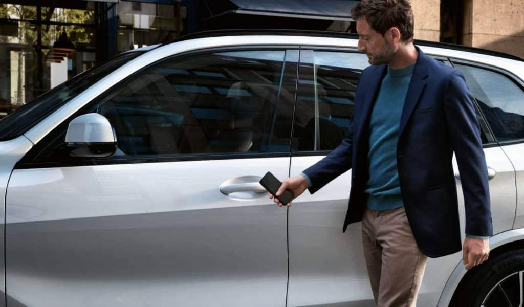 Poznáme prvú automobilku, ktorej vozidlá bude možné odomykať iPhonom!