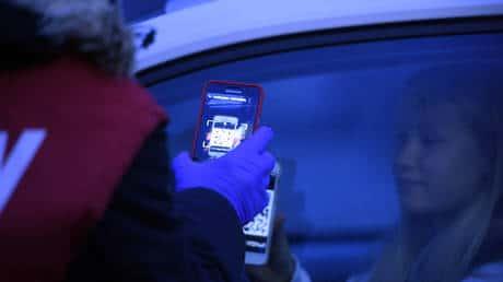 EU žiada, aby všetky krajiny používali rovnakú appku na monitorovanie ľudí s COVID-19.