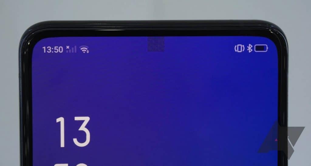 Samsung Galaxy S30 príde Selfie kamerou pod displejom. Hodila by sa aj Applu!