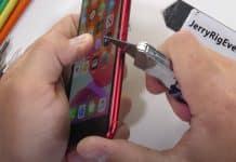 iPhone SE 2. generácie neohnete, no ľahko ho poškriabete.