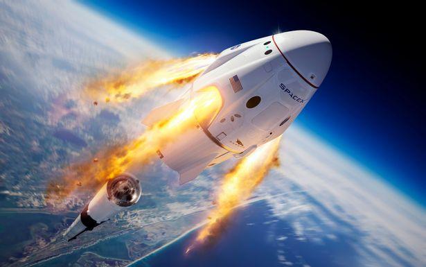 NAŽIVO: Sledujte štart vesmírnej lode Crew Dragon a rakety Falcon 9 s ľudskou posádkou.