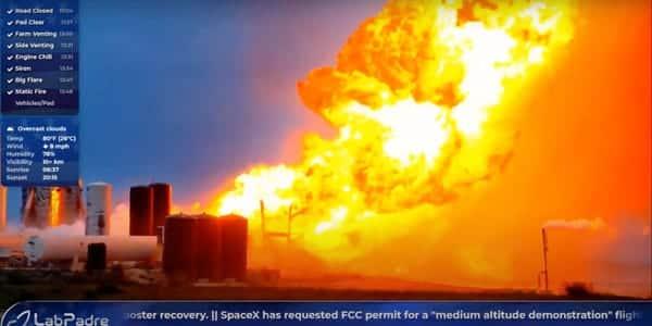Raketa SpaceX vybuchla po skúške motorov. Vytvorila sa obrovská ohnivá guľa.