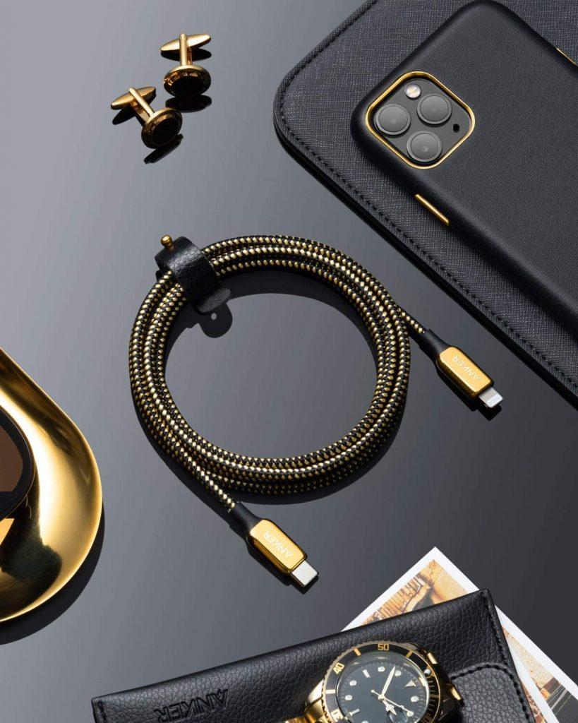Máte radi luxus? Tento pozlátený lightning kábel stojí 100$!