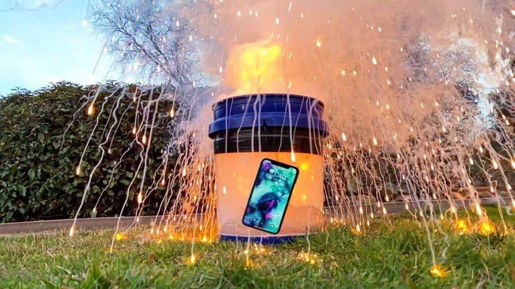 Prežije iPhone výbuch pri kontakte sodíka s vodou?