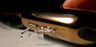 Spomalené video: Takto sa Apple Watch zbavia vody v reproduktoroch.