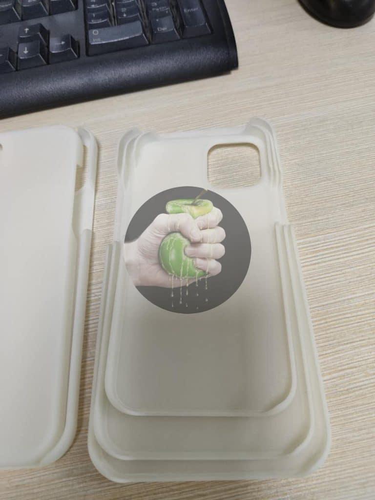 Na iPhone 12 si už dnes môžete zakúpiť obaly.