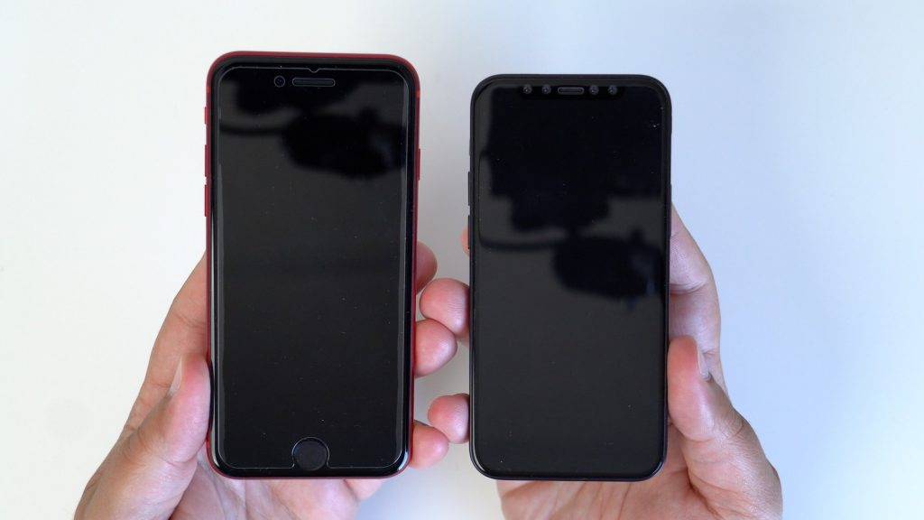 "iPhone 12 (5,4"") vs. iPhone SE vs. iPhone SE 2. generácie"