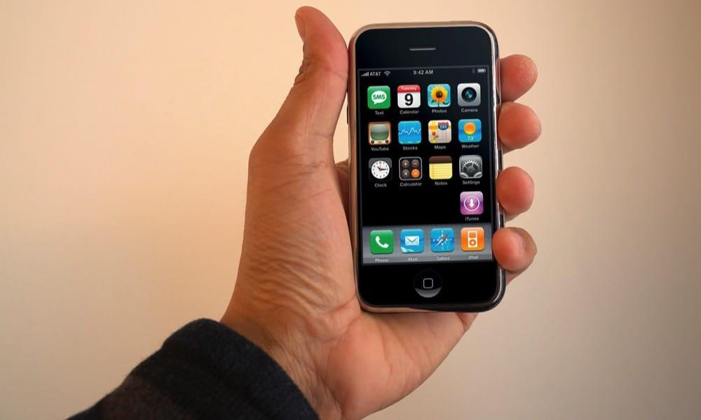 Pôvodný iPhone je už teenager!